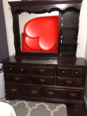 Set of dresser with chest dresser for Sale in Buffalo, NY