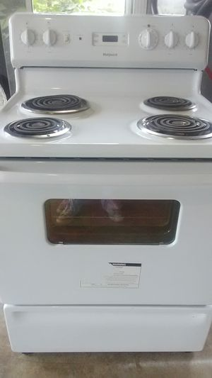 Very nice stove not very old very clean for Sale in Chester, GA