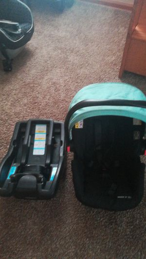 Infant Graco car seat for Sale in Parma, OH