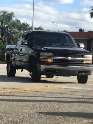 2001 Chevy Silverado 4x4 for Sale in Coral Gables, FL