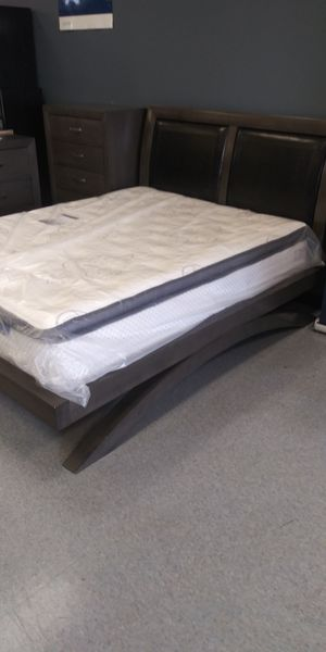 Queen 5 piece bedroom set mattress not included for Sale in Columbus, OH