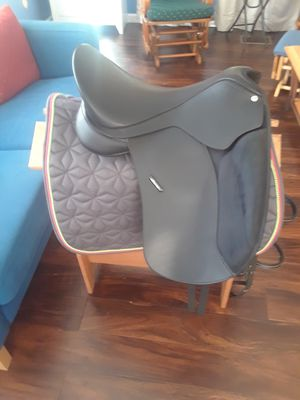 Wintec dressage saddle, bridle, blanket, and stand for Sale in Portland, OR