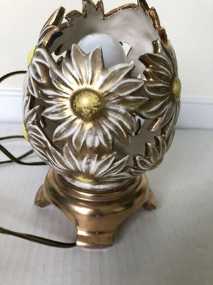 Vintage Italian Ceramic Porcelain Daisy Flower Table Lamp Night Light Egg Shape. Retro boho or antique style. Hand painted gold and white, has pull c for Sale in Washington, DC