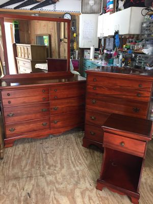 Very Nice 4pc Hardwood Bdrm Set,Dovetail,Full Size Bed,Cherry Finish for Sale in Waynesboro, VA