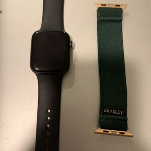 Apple Watch Series 5 44mm (with bands) for Sale in Fuquay-Varina, NC