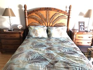 Tommy Bahama queen bedroom set mattress included for Sale in Doral, FL