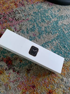Apple Watch Series 5 (GPS, Cellular data 44mm) - Gold Aluminum Case with Green Sport Band for Sale in The Bronx, NY