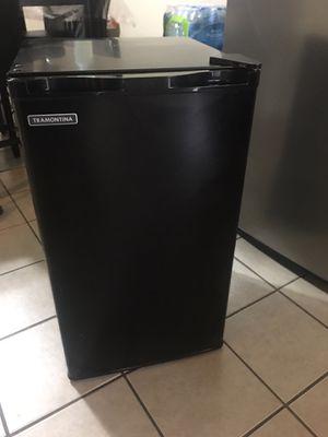 Mini fridge for Sale in Dallas, TX
