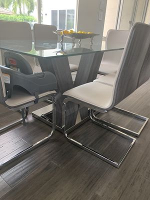 Modern glass table with 6 chairs for Sale in Boca Raton, FL