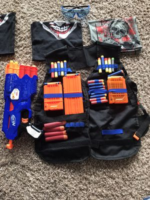 Pair of Dual strike Nerf guns with vests for Sale in Richmond, TX