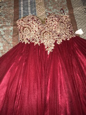 I'm selling this gorgeous Burgundy quinceanera dress for $415.00 is a very good price 👍🏼 This dress have never been use before‼️ Message me for my ph for Sale in Ellenwood, GA