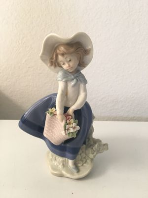 Lladro Pretty Pickling Girl Figurine. NO HOLDS for Sale in Chatsworth, CA