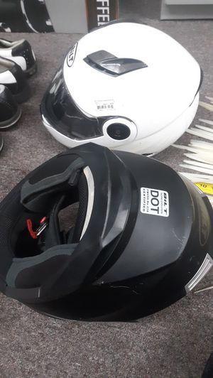 BILT MOTORCYCLE HELMENTS (BROKEN STRAPS NO BLUTOOTH) for Sale in Garner, NC