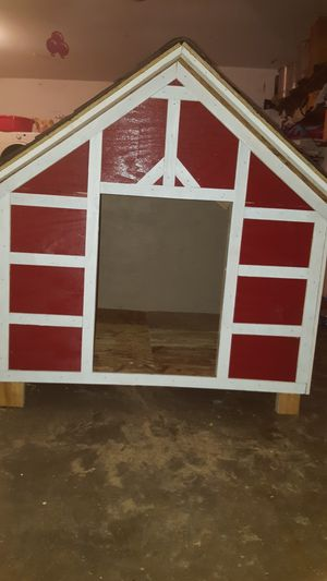 Big dog house fpr 2 dog size 4x4x4 for Sale in Houston, TX