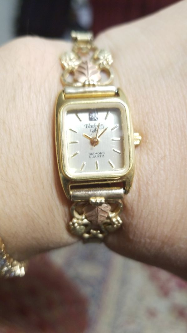BLACK HILLS VINTAGE GOLD WATCH