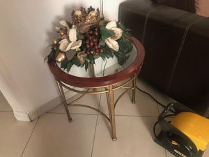 metal coffee table with glass top and flower vase for Sale in Las Vegas, NV