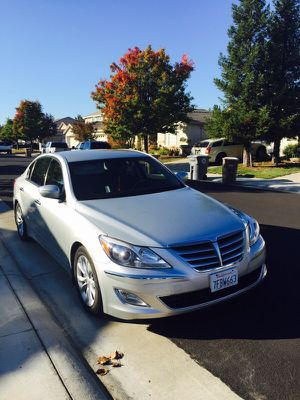 Hyundai genesis 2013 for Sale in Daly City, CA