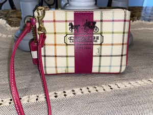 COACH WRISTLET BAG IN LEATHER BEIGE & PINK COLOR for Sale in Manvel, TX