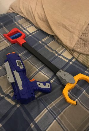 Nerf gun and grabby claw (Nerf bullets not included) for Sale in North Miami, FL