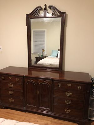 Thomasville solid Cherry Wood Dresser and Mirror for Sale in Morris Plains, NJ