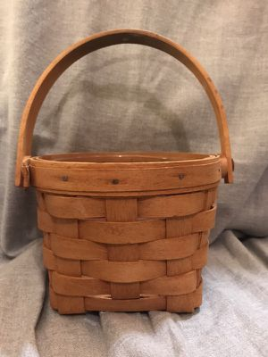 Small 1995 Longaberger Basket with plastic liner for Sale in Lilburn, GA