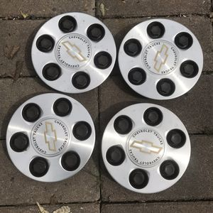 "2000s Chevy Silverado hub caps 16"" wheels for Sale in Oakland, CA"