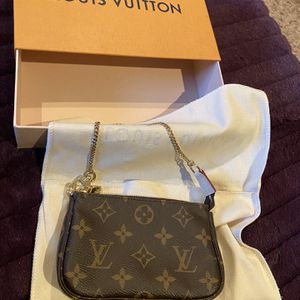 New Authentic Louis Vuitton Mini Bag for Sale in Montvale, NJ