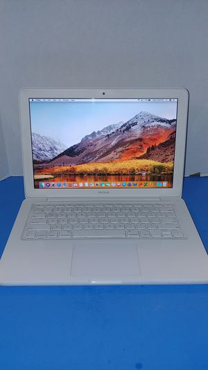 2010 Apple Unibody MacBook laptop | Core 2 Duo 2.4Ghz CPU | 250GB Hard Drive | 4GB Memory RAM | DVD | Word, Excel, PowerPoint, Outlook | New Charger for Sale in Fort Lauderdale, FL