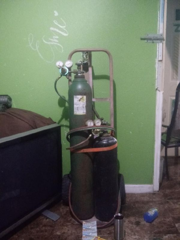 Blow torch with dolly and tanks