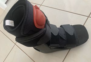 ORTHOPEDIC FOOT BOOT EXCELLENT CONDITION Medium. Before 10 size. $25.00 for Sale in North Miami Beach, FL