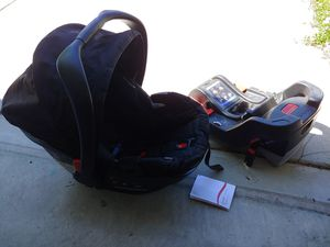Britax infant car seat, base, and rear facing mirror for Sale in Summerville, SC