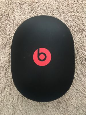 Beats pro case with an audio jack ( no headphones ) for Sale in Houston, TX