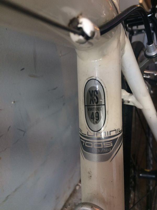Scott Women's road bike, super lightweight, excellent condition!!!