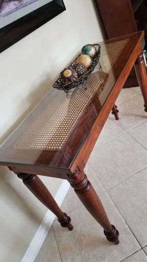 "Solid Wood Entry Way Console Sofa Table with natural WICKER CANE and GLASS TOP! By ""Baver International, Inc."". IN LIKE NEW CONDITION! for Sale in Rancho Cucamonga, CA"