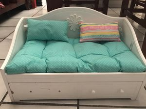 American Girl doll white dreamy day bed w/ trundle beddings/pillows (retired) for Sale in Miami, FL
