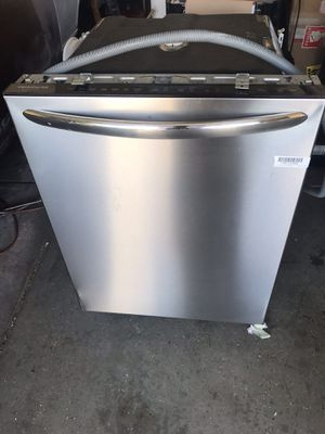 Frigiadaire Dishwasher- Stainless Steel- some scratches for Sale in Moreno Valley, CA