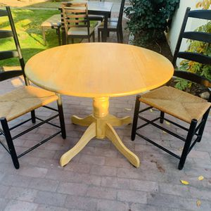 DINING TABLE WITH 2 CHAIRS for Sale in Fresno, CA