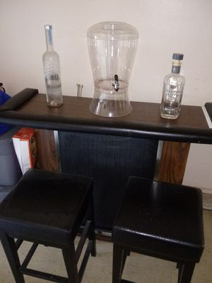 Bar with 2 bar stools for Sale in Columbus, OH
