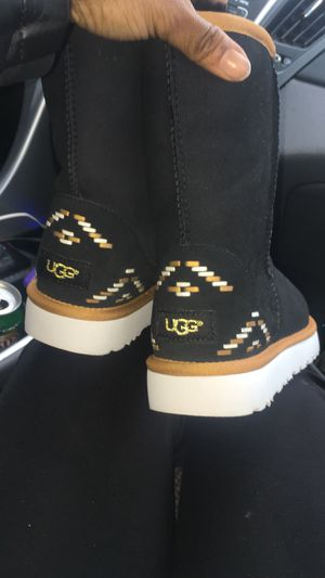 Ugg Size 8 for Sale in Cleveland, OH