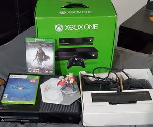 Xbox one with controller 5 games (gta v, burnout, hydro thunder, Disney infinity, shadow of mordor) controller, box and power canle for Sale in Artesia, CA