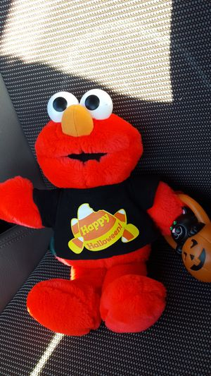 VINTAGE TICKLE ME ELMO DOLL for Sale in Port Deposit, MD