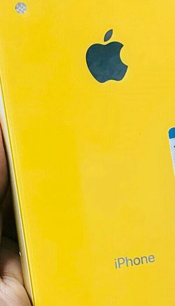 iPhone XR 64gb Yellow Unlocked (Finance for $50 down, Take home now) $479 for Sale in Carrollton,  TX