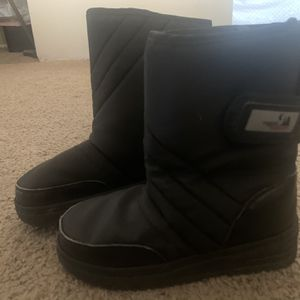 Kids Snow boots Size 2 for Sale in Buena Park, CA