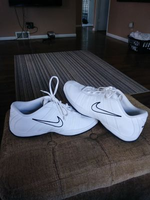 Women's/girls Nike Dance gym shoes size 9 for Sale in Normal, IL