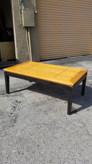 "Real Wood Coffee Table that's in Very Good condition! Dimensions: 50""L x 28""D x 19""H for Sale in Boca Raton, FL"