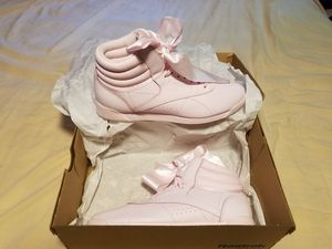 Reebok Satin Bow Pink US Women's Size 9 for Sale in Takoma Park, MD