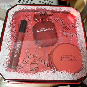 Brand new Victoria secret gift sets for Sale in Lynnwood, WA