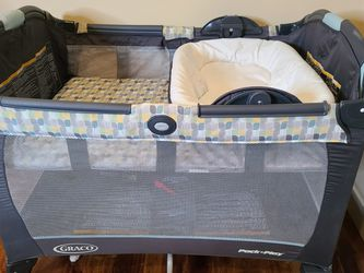 Graco Pack N Play Playard w Changing Station for Sale in Lake Stevens,  WA