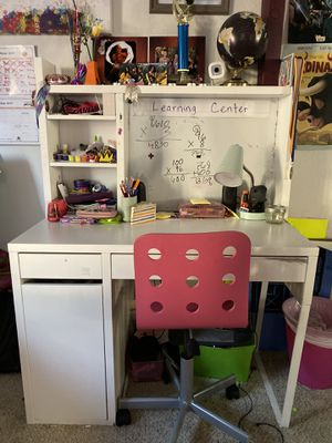 White Desk with Pink Chair for Sale in Glendale, CA