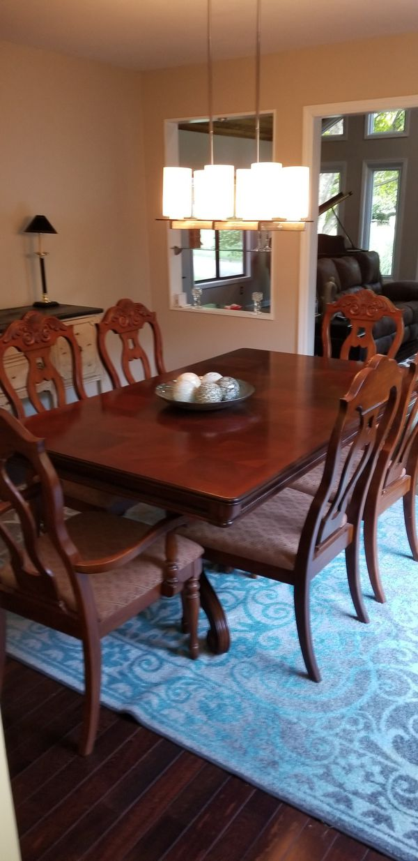 Cherry Dining table / 6 chairs, 2 arm chairs and 4 side chairs
